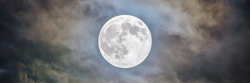 Wakker liggen van de volle maan?